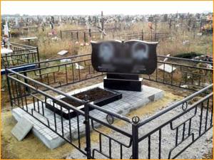 Памятник из гранита на две могилы