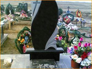 Фигурный памятник на могилу из гранита