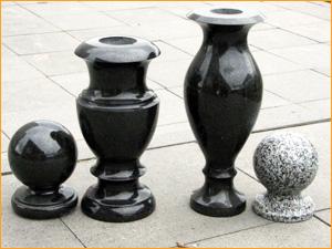 Варианты вазы из черного гранита