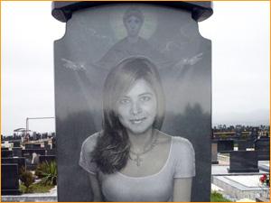 Гравировка портрета девушки на памятник