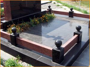 Цветник на могилу в качестве аксессуара