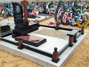 Аксессуары на могилу в виде шаров и креста