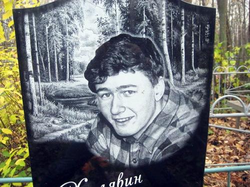 Гравировка портрета на памятник из гранита мужчины