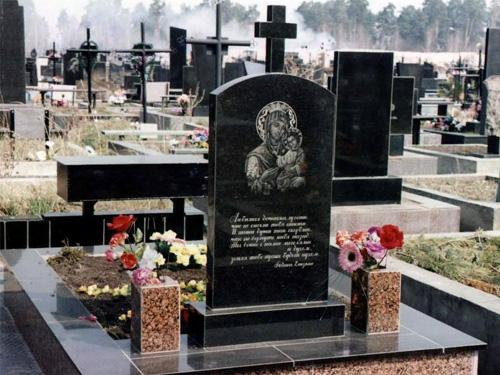Пример установки памятника на могиле
