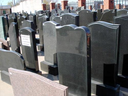 Выбор памятников из черного гранита