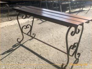 Сварная скамейка коричневого цвета