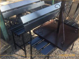 Металлический кованный столик для установки на кладбище