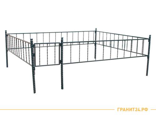 Сварная оградка №12 с калиткой и винтовыми ножками