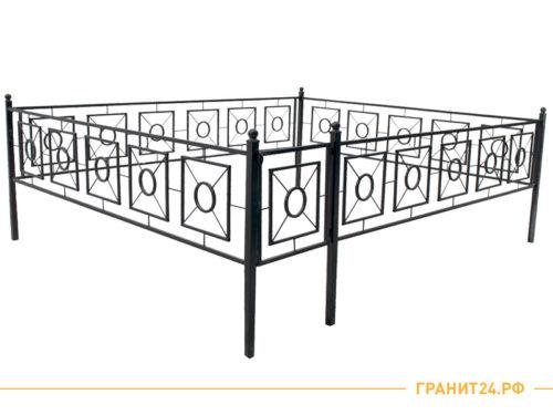 Оградка сварная №20 с калиткой и квадратным рисунком