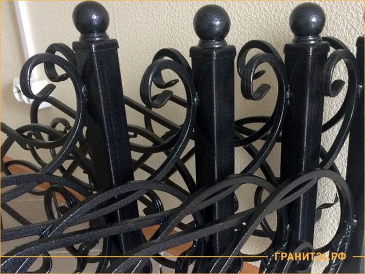 Углы на могилу из профильной трубы черного цвета