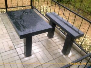 Прямоугольный стол и лавка из черного гранита