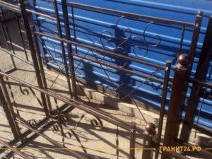 Много оградок на складе